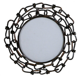 Small Round Photo Frame made of Link Chain Interior of Frame Measures 3-1/2 diameter Entire Frame Measures 5-3/4 diameter x 4-1/2 deep